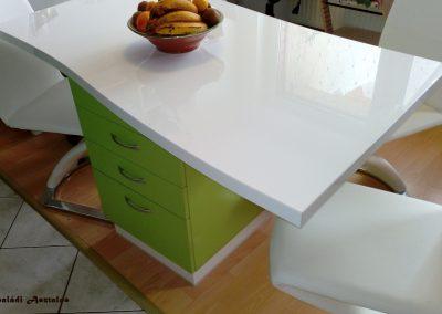 magasfényű zöld konyhaasztal