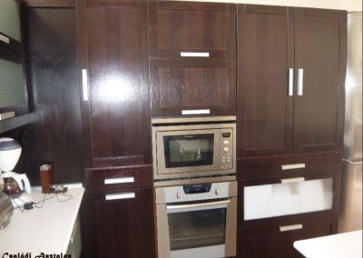 sötétbarna beépített konyhabútor